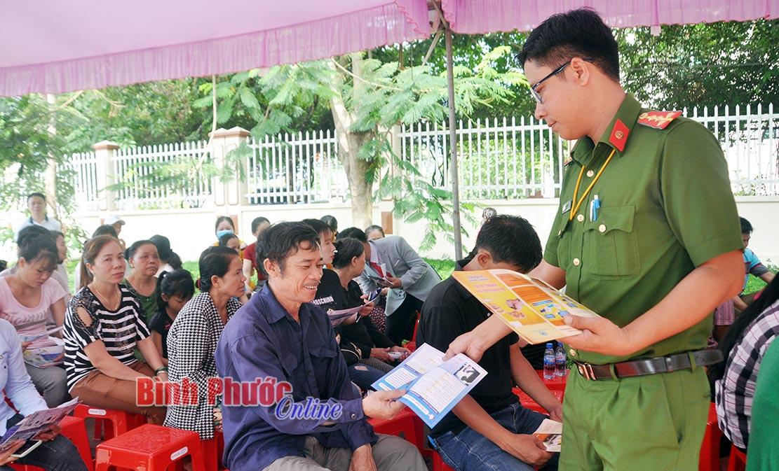 Phổ biến pháp luật cho công nhân, người lao động KCN Bắc Đồng Phú